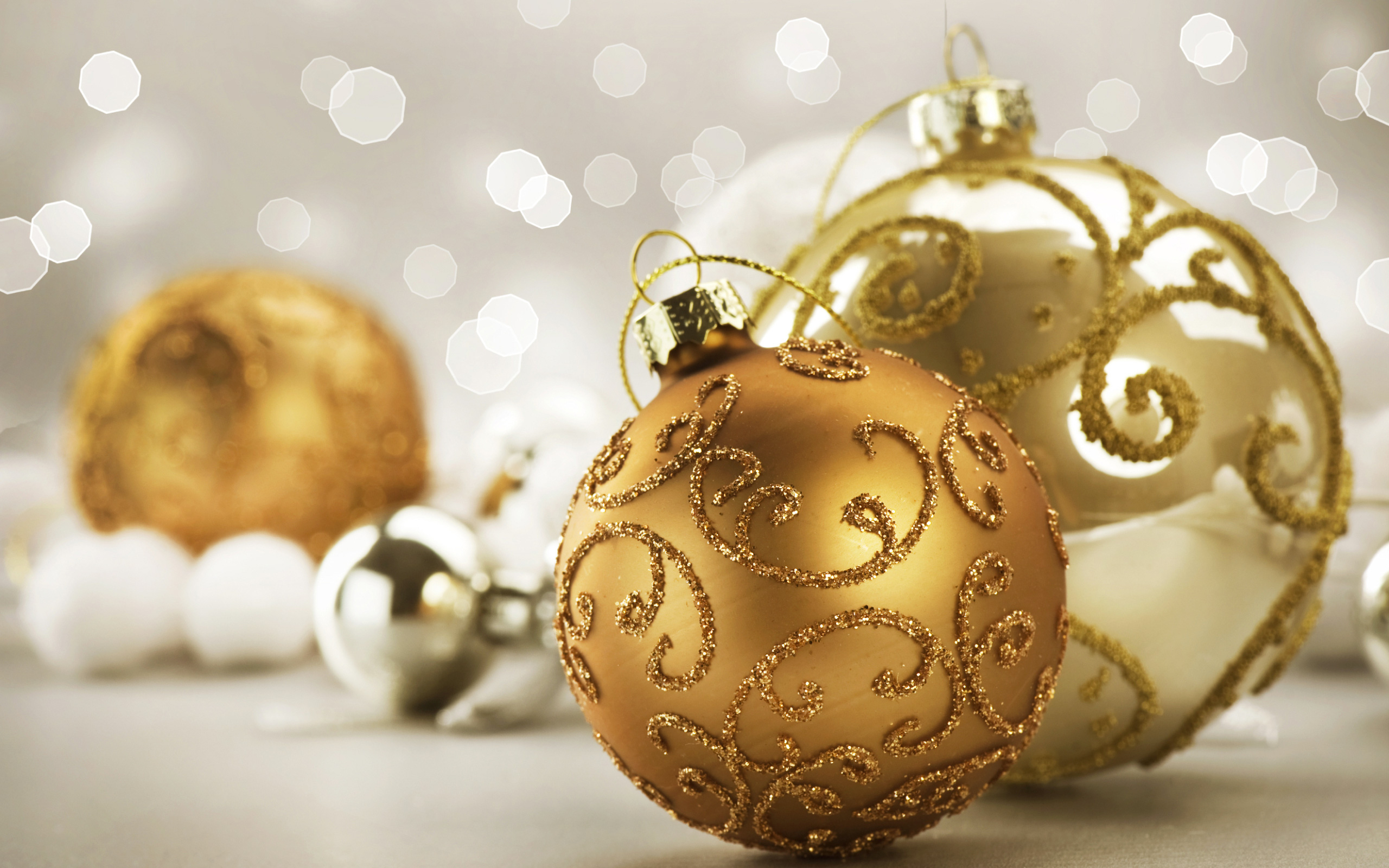 Nice_Christmas_Background_with_Gold_Christmas_Balls